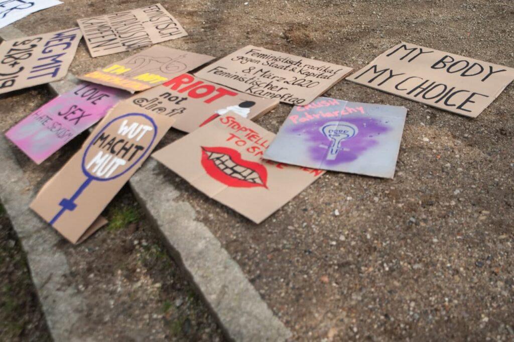 Special: Der Monatliche Dreizeiler zum 8. März mit Aufruf zu Radikalität,   feministischen Beats, Infos zu Schwangerschafts-abbrüchen uvm.